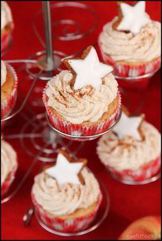 Bratapfelcupcakes mit Zimtfrosting | Rezepte rund ums Backen von Muffins, Cupcakes, Kuchen &Co. auf https://nachtbacken.wordpress.com