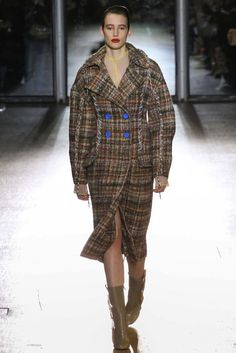Acne Studios F/W 2015-16. Click on the image to see the entire show.