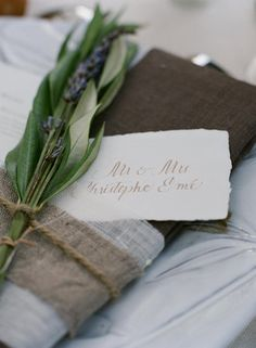 Jessie this is what I would like to do for your place settings Photo via Project Wedding Rustic Centerpieces, Wedding Table Decorations, Wedding Table Settings, Decoration Table, Place Settings, Wedding Tables, Wedding Decor, Centrepieces, Garden Wedding