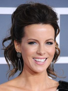 Grammys 2012 Red Carpet Photos - Grammy Awards 2012 Hair and Accessories - Cosmopolitan