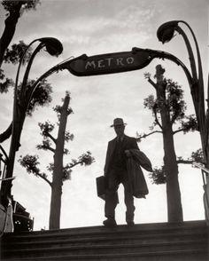 """Métro Mirabeau, 6 heures du matin"", Paris, 1949 - Izis Bidermanas"