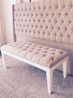 #HabitacionesMatrimonialesDecoracionDe Bed Headboard Design, Bedroom Bed Design, Room Ideas Bedroom, Bedroom Layouts, Headboards For Beds, Bedroom Decor, Diy Tufted Headboard, Corner Sofa Design, Guest Room Decor