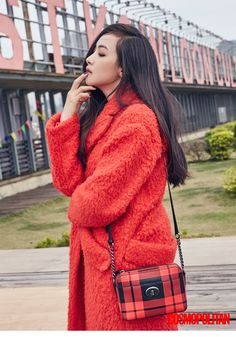 f(x)'s Victoria Explores Hong Kong in Cosmopolitan Pictorial Victoria Fx, Victoria Song, Queen Victoria, Kpop Fashion, Korean Fashion, Fashion Beauty, Fashion Outfits, Star Fashion, Asian Woman