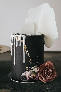 Moody Tall Halloween Wedding Cake In Matte Black With White Chocolate Drip And Shards Tall Wedding Cakes, Floral Wedding Cakes, Amazing Wedding Cakes, Elegant Wedding Cakes, Wedding Cake Designs, Amazing Cakes, Halloween Bridal Showers, Halloween Wedding Cakes, Gold Leaf Cakes