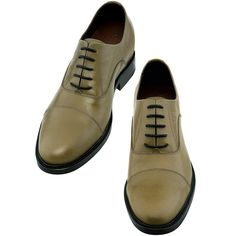 Upper in full grain leather, insole and midsole in genuine leather, cotton waxed shoe laces. Hand Made in Italy.