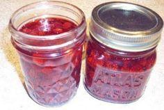Recette : Confiture aux petites fraises des champs. Sour Cream, Baking Soda, Salsa, Blueberry, Mason Jars, Berries, Champs, Favorite Recipes, Lunch