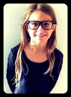 Fillette à lunettes, fillette coquette !