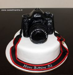 Canon Camera, Photography theme customized designer fondant cake for a Photography, camera lover's birthday at Pune Photography Themes, Camera Photography, Themed Birthday Cakes, Themed Cakes, 3d Cakes, Cupcake Cakes, Cake Home Delivery, Engagement Cakes, Wedding Engagement