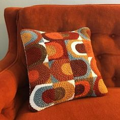 Custom inspired pattern in gorgeous autumn colours (from by Knit Rug, Rug Yarn, Knitting Stitches, Knitting Yarn, Embroidery Art, Embroidery Patterns, Hook Punch, Crochet Cushions, Crochet Home Decor