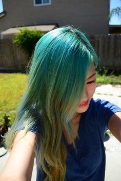 Wavy green and teal hair.