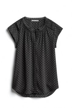 Not a huge fan of a cap sleeve, but I love these type of tops - easy to wear, easy to match, comfortable and appropriate for work. I could wear these shirts daily Casual Outfits, Cute Outfits, Fashion Outfits, Stitch Fix Outfits, Stitch Fix Stylist, Work Fashion, Style Fashion, Work Attire, Swagg