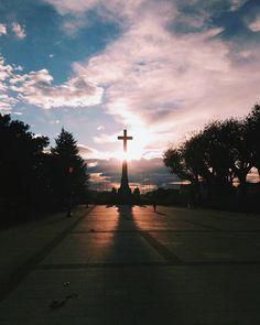 Hoy el cielo de Pontevedra se mostraba divino... PD: si alguien no quiere esta cruz en el jardín de mi casa quedaba fetén #vscocam #vsco #galicia #pontevedra #love #lovely #igspain #visitspain #igersspain #hallazgosemanal #igers #asusfoto #megustazenfone #sunset