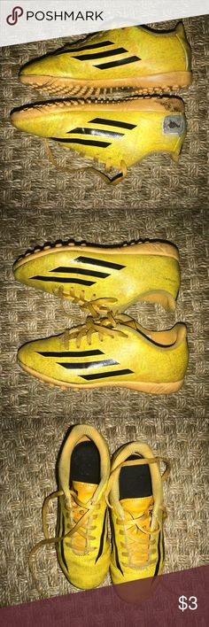 1157c10c1a88 Messi soccer shoes Messi soccer shoes in yellow! Shoes are worn out. There  is