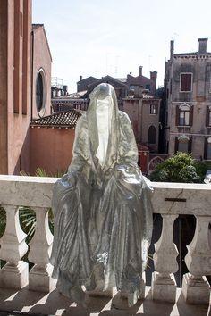 la-biennale-venezia-arte-venice-personal-structures- time-space-existance-art-foundation-guardians-of-time-manfred-kili-kielnhofer-contemporary-art-arts-design-sculpture-8247