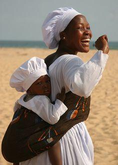 Mother and child-  Cotonou, Bénin Nov 2007 by Ferdinand Reus