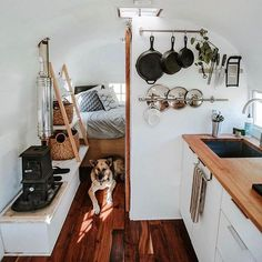Little Camper Van interior ideas for the small purse .- Little Camper Van furnishing ideas for the small budget 34 HOMEFULIES - Small Camper Vans, Small Campers, Diy Camper, Camper Life, Rv Campers, Camper Trailers, Bus Life, Best Camper, Boler Trailer
