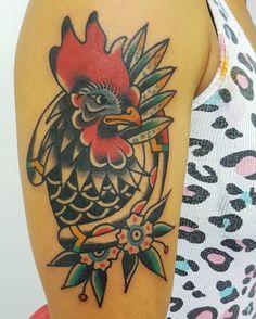 Traditional rooster tattoo by Fabian Bidart Hen Tattoo, Tatoo Bird, Rooster Tattoo, Knot Tattoo, Traditional Tattoo Rooster, Traditional Tattoo Old School, Sunset Tattoos, Love Tattoos, Traditonal Tattoo