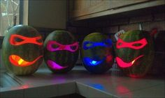 20 Cool Glow Stick Ideas | Use glow sticks in your halloween pumpkins instead of candles -- or make these glowing ninja turles out of watermelons!! Mutant Ninja, Halloween Pumpkins, Ninja Halloween, Halloween Stuff, Halloween 2013, Halloween Party, Halloween Crafts, Halloween Jack, Holidays Halloween