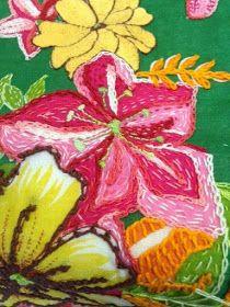 CAFÔFU - ATELIÊ DE ARTE: TENDENCIA - BORDADO EM CHITA Shirt Embroidery, Crewel Embroidery, D Flowers, Fabric Flowers, Costura Diy, Brazilian Embroidery, Fabric Art, Needlework, Pattern Design