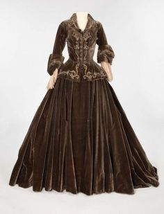 Norma Shearer umber silk velvet two-piece period dress by Adrian from Marie Antoinette Umber silk velvet two-piece period dress with silver bullion on bodice. Historical Costume, Historical Clothing, Marie Antoinette, Vintage Dresses, Vintage Outfits, Hollywood Costume, Hollywood Dress, Norma Shearer, Image Fashion
