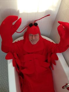 """starshipspirk:  """" revfrog:  """" tenaflyviper:  """" If you can't find a place on your blog for Patrick Stewart in a bathtub dressed like a lobster, then your blog probably doesn't deserve such majesty anyway.  """"  It has returned to my dash and I cannot fight..."""