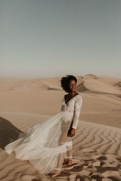 Desert Sand Dune Wedding Inspiration with Natural Hair Ideas for Black Brides – Tor Hawley – The LAW Bridal 25 Go natural on your wedding day! Here's the inspiration you need! #bridalmusings #bmloves #wedding #weddinginspo #weddinginpiration #naturalhair #natural #curls #curly #naturalcurls #weddingdress #bridalgown #inspiration