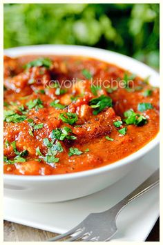 Chicken in Spicy Tomato and Onion Sauce
