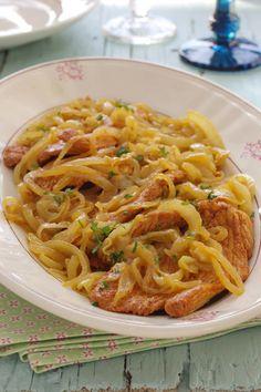 Cinco Quartos de Laranja: Bifes de peru de cebolada One Pot Meals, Kids Meals, Easy Meals, Portuguese Recipes, Food Goals, Home Food, Cookbook Recipes, Pasta, Quick Recipes