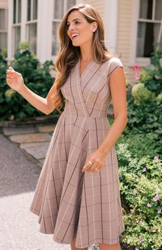 Styled to send the windowpane checks running in an assortment of flattering directions, this faux-wrap dress will quickly become one of your wardrobe's greatest hits. Modest Dresses, Elegant Dresses, Pretty Dresses, Beautiful Dresses, Casual Dresses, Cute Simple Dresses, Flattering Dresses, Fall Dresses, Classy Dress