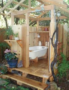 48 Fresh Outdoor Shower Ideas From custom shower enclosures to custom shower doors, you can build – or have someone build for you – the outdoor shower of your dreams. Outdoor Bathtub, Outdoor Bathrooms, Outdoor Rooms, Outdoor Gardens, Outdoor Living, Outdoor Decor, Outside Showers, Outdoor Showers, Open Showers