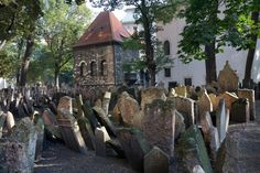 Antiguo cementerio judío en Praga,