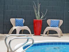 Mid-Mod design landscape, colors, staging: Silver Pedilanthus in red IKEA pot Wall Exterior, Exterior Colors, Charcoal Walls, Cinder Block Walls, Pool Coping, Front Door Colors, Wall Paint Colors, Wishbone Chair, Staging
