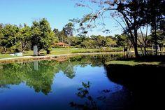 Lagoa Quente, em Caldas Novas, estado de Goiás, Brasil. A cidade, reduto de águas quentes, esbanja tranquilidade, diversão, deliciosa gastronomia e curiosidades.  Fotografia: Eduardo Andreassi.