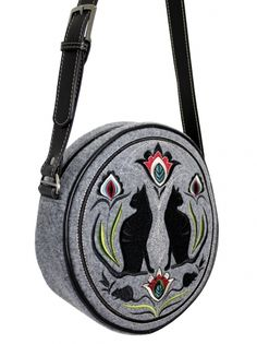 Very nice- German Folk Art Kitties! Cat Merchandise, Felt Purse, Cat Bag, Man And Dog, Round Bag, Vintage Bags, Bag Making, Saddle Bags, Etsy