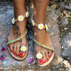 Flowers always will make our day!  #dimitrasworkshop #sandals #daisy #handmade #madeingreece #flowers #friday #friyay #instamood #goodvibes #fashion #style #styleinspiration #photoofday #igdaily #endlesssummer