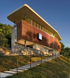 Architecture design jouant avec la lumière pour cette maison contemporaine, vue extérieure - East Windsor Residence par Alterstudio - Austin, Usa - Photo Paul Finkel #construiretendance