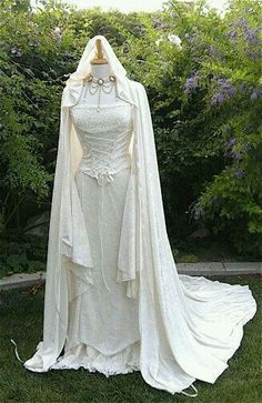 hand fasting, medieval wedding dress p. most popular dress on my page ? :)Renaissance, hand fasting, medieval wedding dress p. most popular dress on my page ? Medieval Dress, Medieval Clothing, Medieval Wedding Dresses, Fantasy Wedding, Dream Wedding, Gothic Wedding, Pretty Dresses, Beautiful Dresses, Crazy Dresses