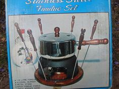Fondue pot and burner plus 6 fondue forksHardly used and in excelent conditionEasy to use and clean