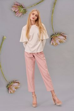Shop&Watch online at: www.patipasek.com #natural wool #shirt with ruffle sleaves #pink jeans Photo: Koty2Photostorytellers