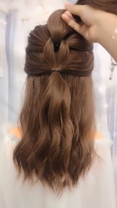 Easy School Girl Ponytail Related posts: Quick and Easy Hairstyles for Summer with Hair Accessories School Girl Ponytail Hairstyles simple ponytail cute hairstyles for. Prom Hairstyles For Short Hair, Ideas For Short Hair, Hair Ideas For School, Hairstyles For Short Hair Easy, Wedding Hairstyles, Easy Updos For Long Hair, Braids For Short Hair, Hair Upstyles, Hair Videos