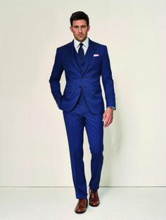 Blue is beautiful  Keine andere Farbe ist im Büro so präsent wie Blau. Das Geheimnis: Keine andere Farbe lässt sich so vielfältig mit unterschiedlichen Hemd-, Krawatten- und Schuh-Farben kombinieren.