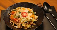 Faire cuire des pâtes sans les égoutter et tout servir dans le même ? Et oui, c'est le one pot pasta, la nouvelle tendance qu'on adore !