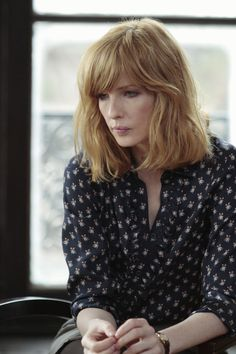 shoulder-length with bangs :: kelly reilly