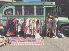Beautiful Street Boutique Fashion Truck - Cars World Vintage Market, Vintage Shops, Mobile Fashion Truck, Mobile Boutique, Mobile Shop, Mobile House, Boutique Fashion, Vide Dressing, Vintage Clothing Stores