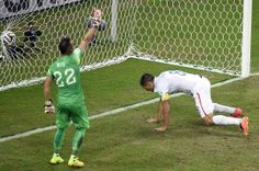US forward Clint Dempsey (R) scores against Portugal's goalkeeper Beto during a Group G football match between USA and Portugal at the Amazonia Arena in Manaus during the 2014 FIFA World Cup on June 22, 2014.