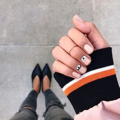 We spy a fun new mani . : @thriftsandthreads