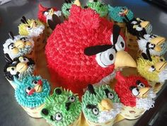 Angry Birds Cake & Cupcakes: going to have to try this year for the boys birthday Rio Birthday Cake, Angry Birds Birthday Cake, Angry Birds Cupcakes, Bird Birthday Parties, Birthday Ideas, Happy Birthday, 5th Birthday, Theme Parties, Birthday Board