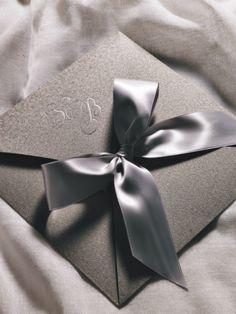 Κλασσικό προσκλητήριο γάμου με φιόγκο