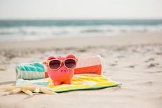 Easy ways to save money on your holiday - frugal travel tips Retirement Advice, Retirement Age, Budget Prévisionnel, Work From Home Companies, Loan Company, Part Time Jobs, School Holidays, Online Work, Ways To Save Money