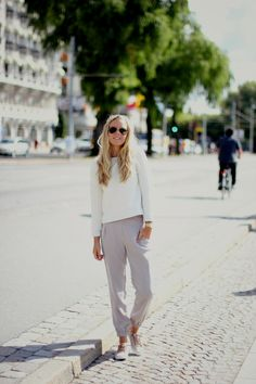 Streetstyle / Outfit: White sweater, Beige pants, Vagabond sneakers.